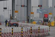 حمله معترضان هنگکنگی به ساختمان ویروس کرونا