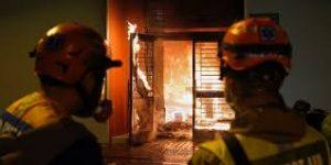 آتش زدن ساختمان کرونا در هنگ کنگ