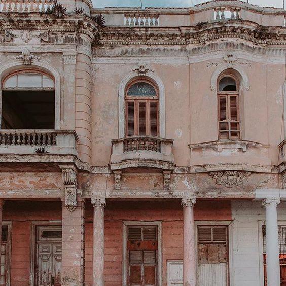 نمای ساختمان در سبک یونانی
