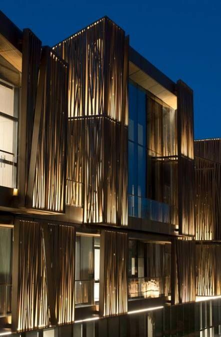 نمای ساختمان با نور