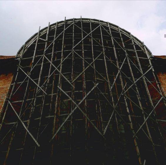 داربست برای بازسازی ساختمان