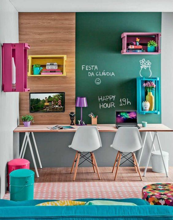 تنوع رنگ در میز مطالعه