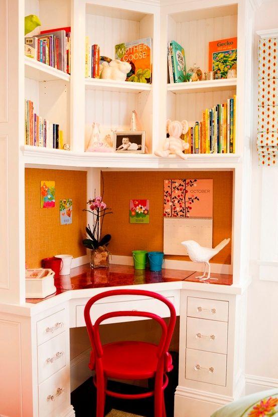 کنجی برای میز مطالعه