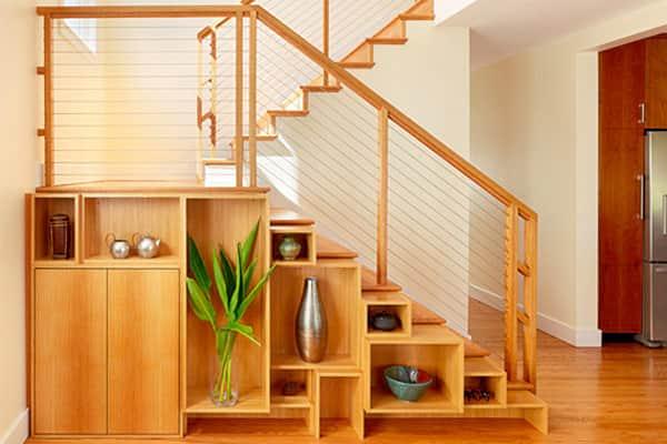 از دیوار ها و زیر پله ها استفاده کنید